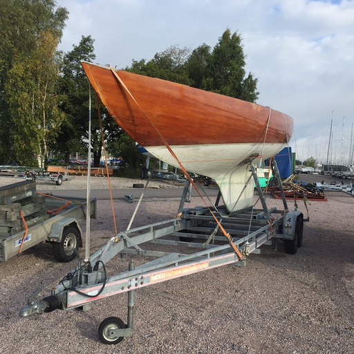 "5.5 FIN 41 ""Remi"" - on her trailer"