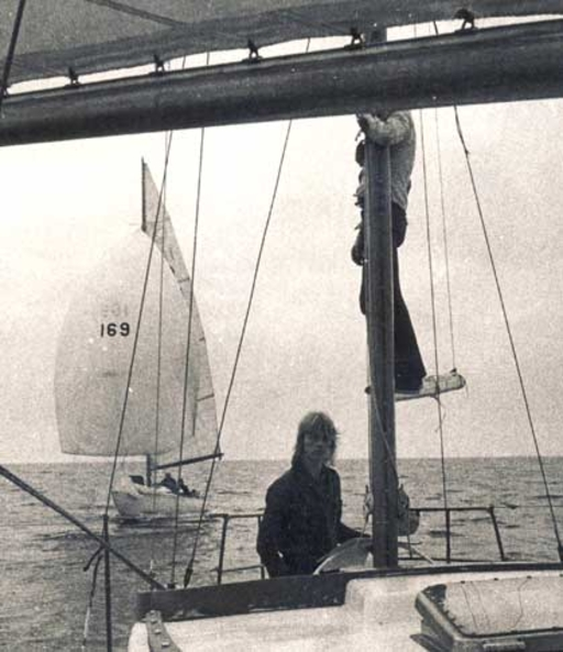 Pikapuikko sailing behind Merivuokko