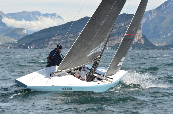 "5.5 BAH 24 ""New Moon II"" - on Lake Thun"